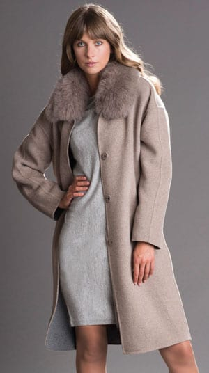 Classy, contemporary: the Cinzia coat with plush Scandinavian fox fur collar