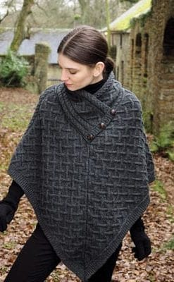 Super new buttoned cape in super-soft pure Merino for a warm finish