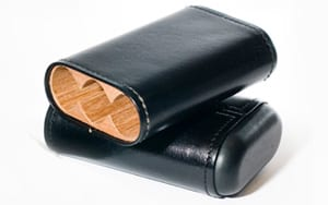 Robusto three-finger cedar-lined leather cigar case