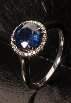 Superb Royal blue Ceylon sapphire, diamond and 18ct gold ring: Members save £3,500