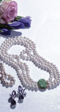 Elegant pearl and Burmese jade necklace, the Leonore