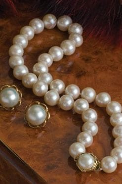 Magnificent Ariadne large pearl necklace with white gold and diamonds