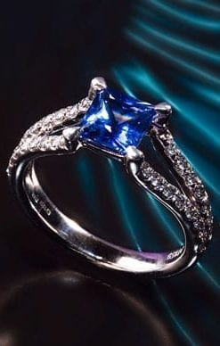 Heaven-like Ceylon sapphire, diamond and platinum ring