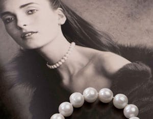 Couture style in large natural pearls and gold: The Choker